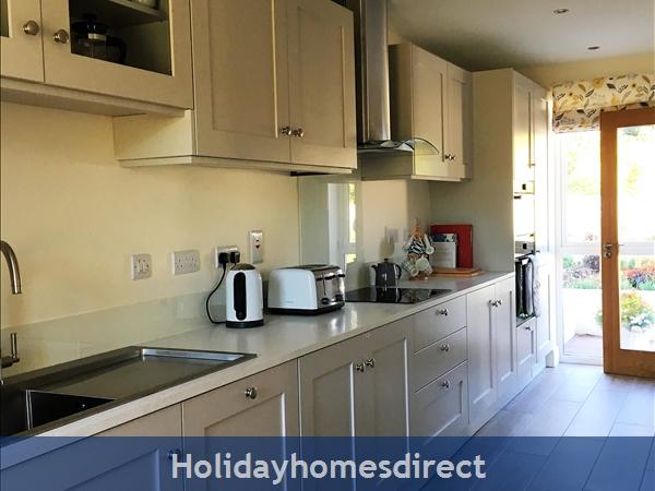 2 Ballynoe Mews (ballynoe House): Fully-fitted bespoke galley kitchen