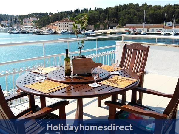 Pretty 3 Bedroom Seaside Villa In Milna, Brac Island (bc009): Image 9