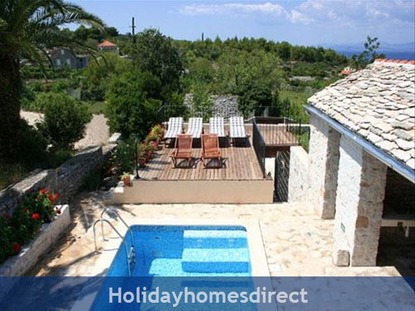 3 Bedroom Stone House with Pool in Mirca on Brac Island (BC027)