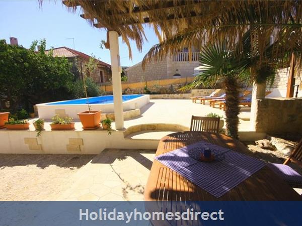 4 Bedroom Sea Front Villa With Pool In Postira, Brac Island, Sleeps 8 (bc053): Image 4