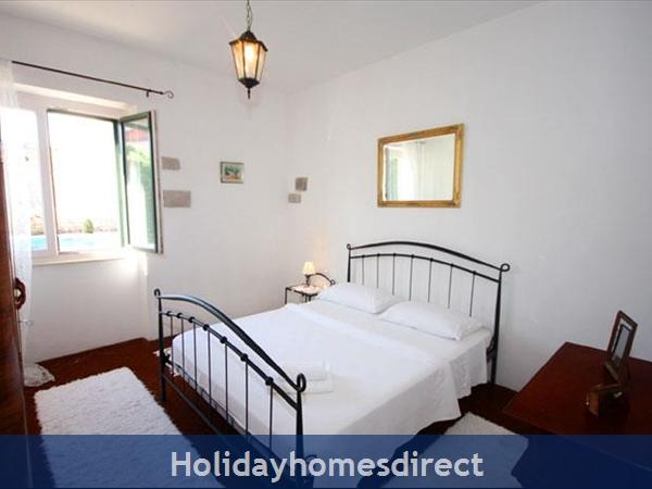 4 Bedroom Sea Front Villa With Pool In Postira, Brac Island, Sleeps 8 (bc053): Image 9
