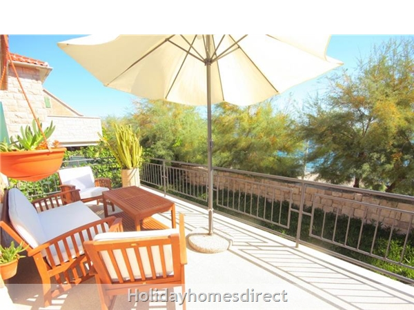 4 Bedroom Sea Front Villa With Pool In Postira, Brac Island, Sleeps 8 (bc053): Image 3