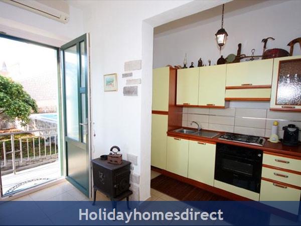 4 Bedroom Sea Front Villa With Pool In Postira, Brac Island, Sleeps 8 (bc053): Image 6