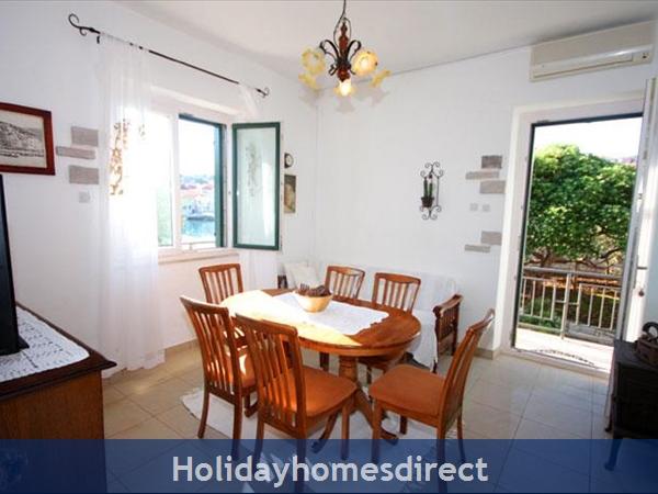 4 Bedroom Sea Front Villa With Pool In Postira, Brac Island, Sleeps 8 (bc053): Image 8