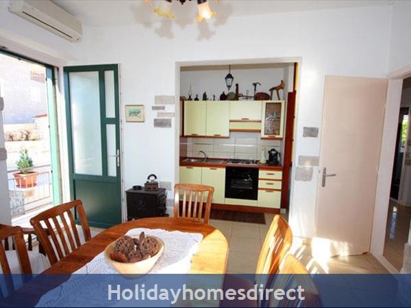 4 Bedroom Sea Front Villa With Pool In Postira, Brac Island, Sleeps 8 (bc053): Image 5