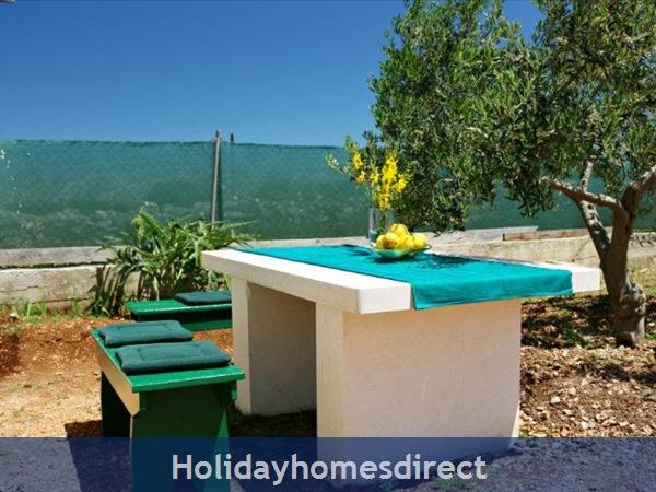 Two Bedroom Villa With Pool And Sea Views On Brac Island, Sleep 4-6 (bc055): Image 15