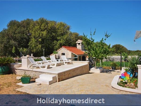 Two Bedroom Villa With Pool And Sea Views On Brac Island, Sleep 4-6 (bc055): Image 22