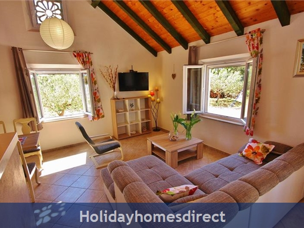 Two Bedroom Villa With Pool And Sea Views On Brac Island, Sleep 4-6 (bc055): Image 7