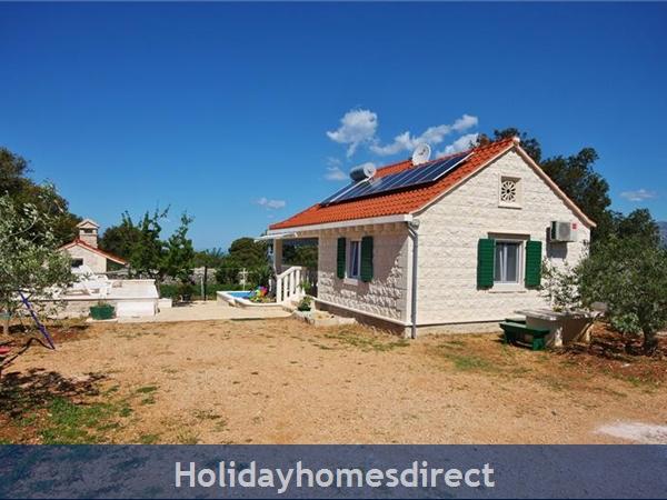 Two Bedroom Villa With Pool And Sea Views On Brac Island, Sleep 4-6 (bc055): Image 17