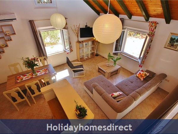 Two Bedroom Villa With Pool And Sea Views On Brac Island, Sleep 4-6 (bc055): Image 9