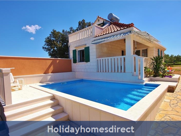 Two Bedroom Villa With Pool And Sea Views On Brac Island, Sleep 4-6 (bc055): Image 2