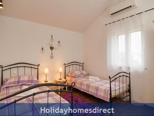 3 Bedroom Villa With Pool And Sea Views In Milna, Brac Island (bc066): Image 8