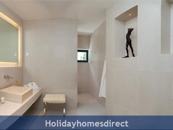 Spectacular 4 Bedroom Luxury Villa With Infinity Pool On Brac Island, Sleeps 8 (bc068): Image 13