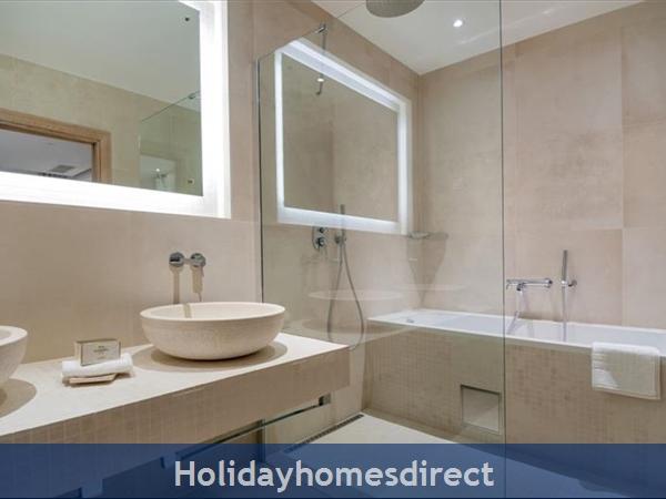 Spectacular 4 Bedroom Luxury Villa With Infinity Pool On Brac Island, Sleeps 8 (bc068): Image 12