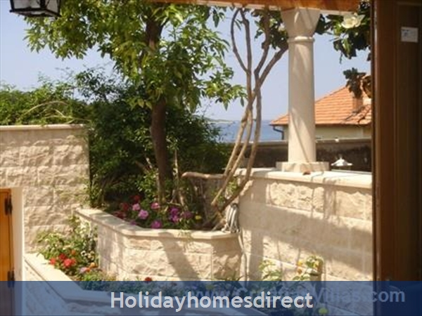 2 Bedroom Villa In Cavtat Near Dubrovnik, Sleeps 4-6 (du028): Image 3