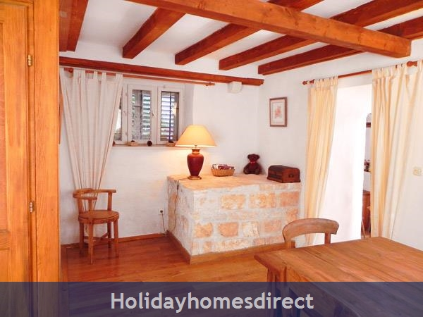 4 Bedroom Villa In Cavtat Near Dubrovnik, Sleeps 8 (du002): Image 3