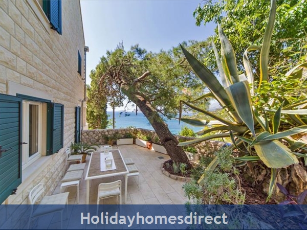 Five Bedroom Villa In Cavtat Near Dubrovnik With Sea Views (du122): Image 2