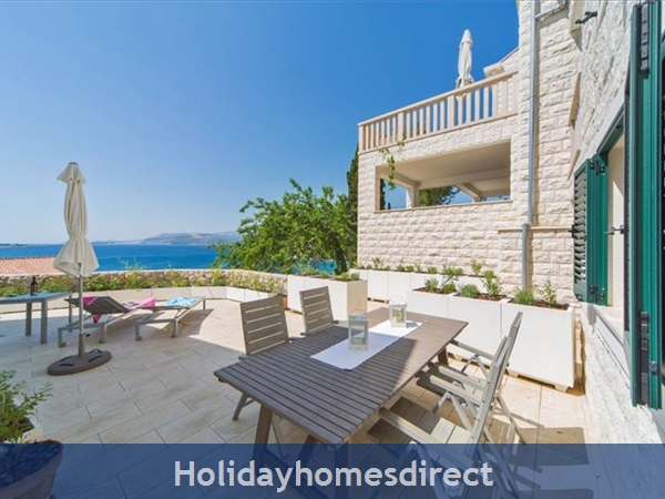 Four Bedroom Villa in Cavtat near Dubrovnik with Sea Views  (DU123)