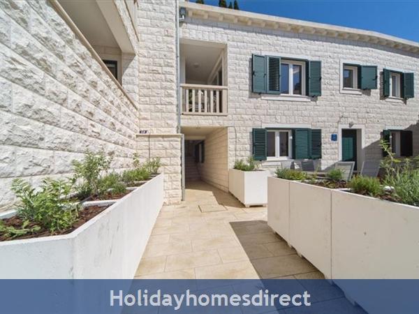 Four Bedroom Villa In Cavtat Near Dubrovnik With Sea Views  (du123): Image 2