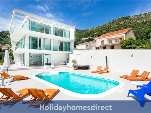 5 Bedroom Villa with Pool near Dubrovnik, sleeps 10-12 (DU132)