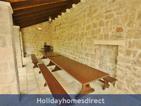 Spacious 4 Bedroom Villa With Heated Pool In Cilipi, Sleeps 8 (du150): Image 4