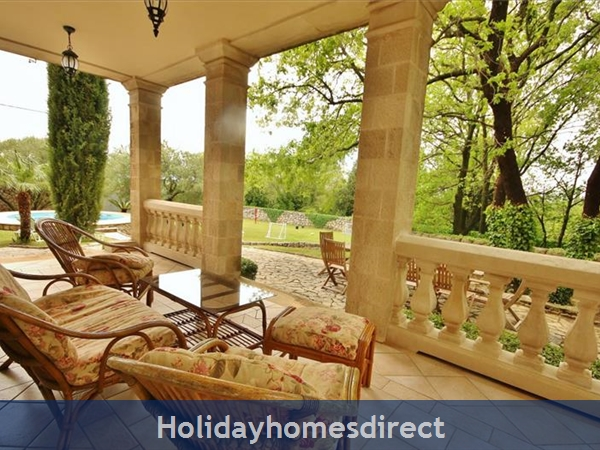 Spacious 4 Bedroom Villa With Heated Pool In Cilipi, Sleeps 8 (du150): Image 3