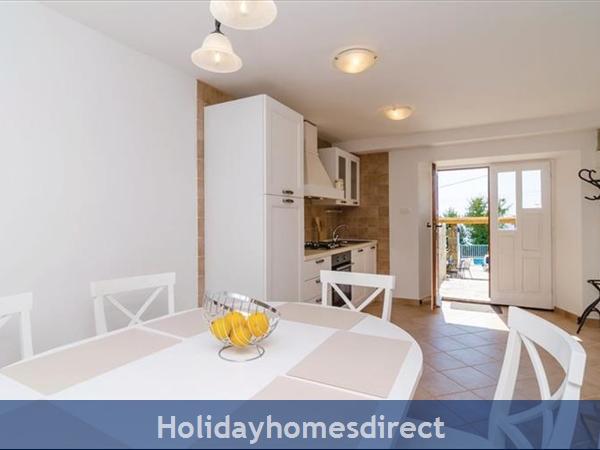 3 Bedroom Villa With Pool In Seaside Brsecine Near Dubrovnik, Sleeps 6 ( Du167): Image 8