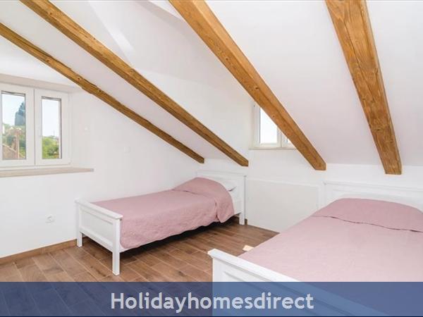 3 Bedroom Villa With Pool In Seaside Brsecine Near Dubrovnik, Sleeps 6 ( Du167): Image 7