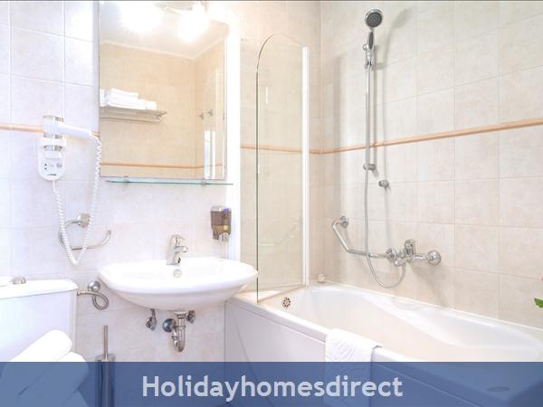 Villa Mare, Hvar – 4 Bedroom Villa With Poo: Image 15