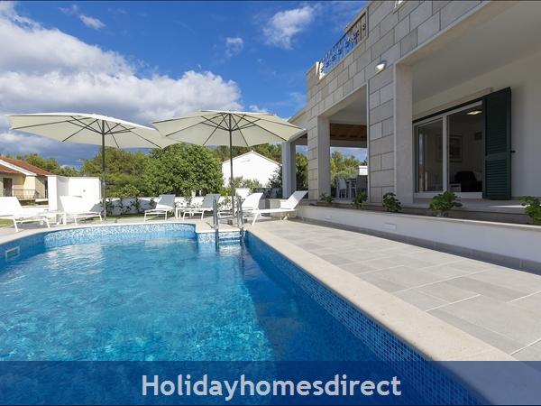 Villa Makarac, Milna, Brac Island – 4 Bedroom Villa With Pool: Image 5