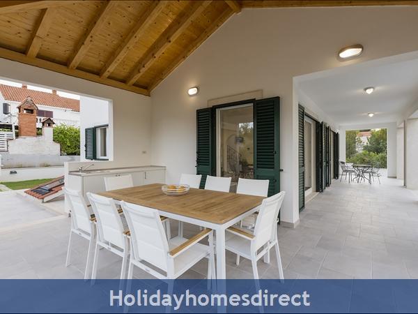 Villa Makarac, Milna, Brac Island – 4 Bedroom Villa With Pool: Image 7