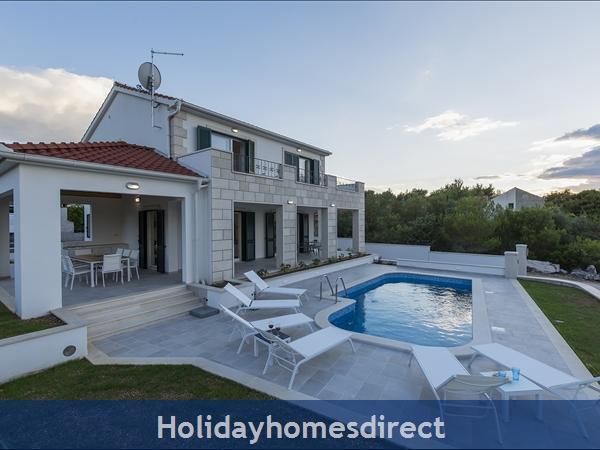 Villa Makarac, Milna, Brac Island – 4 Bedroom Villa With Pool: Image 2