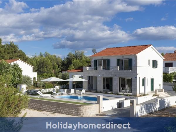Villa Makarac, Milna, Brac Island – 4 Bedroom Villa With Pool: Image 3