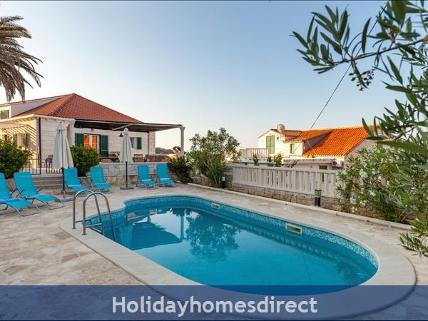 Villa Mir Vami, Sumartin, Brac Island – 4 Bedroom Villa With Pool: Image 4