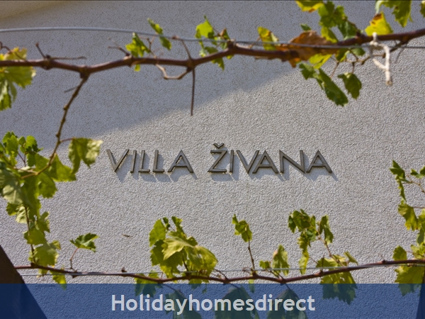 Villa Živana, Dugi Rat – 2 bedroom villa with pool