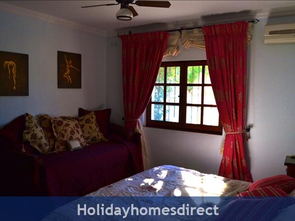 Villa El Paraiso: Main Villa - Bed 3 (Ensuite)