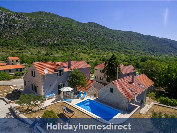 Villa Roglić, Župa – 4 bedroom villa with pool
