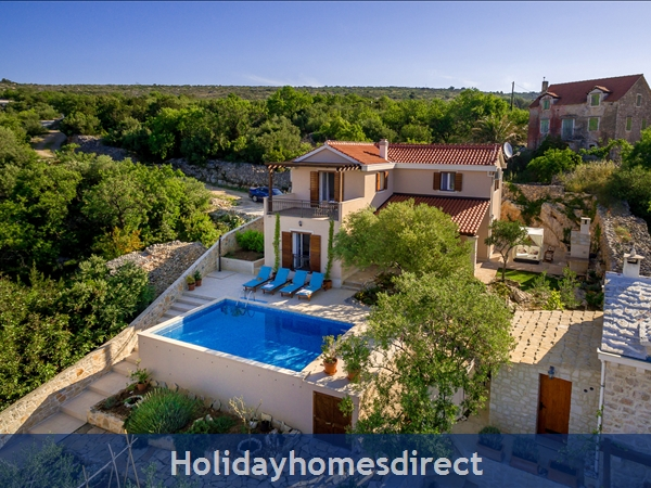 Villa Helena, Milna, Brac Island – 3 bedroom villa with pool