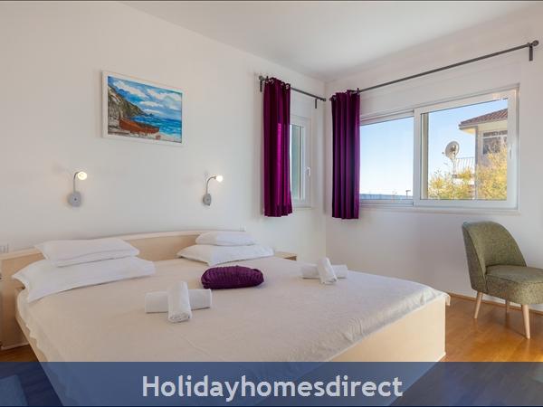 Villa Mermaid, Podstrana – 4 Bedroom Villa With Pool – Near Split: Image 9