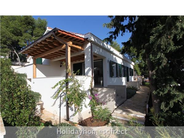 Holiday House Ida, Milna, Brac Island – 3 Bedroom House: Image 3