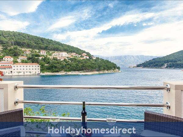 Holiday house Puteus, Brac Island – 2 bedroom house