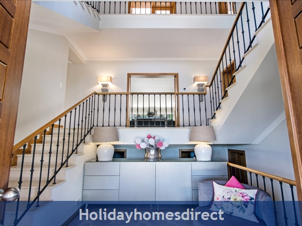 Villa Oasis – 5 Bedroom Holiday Villa In Quinta Do Lago Algarve: Image 9