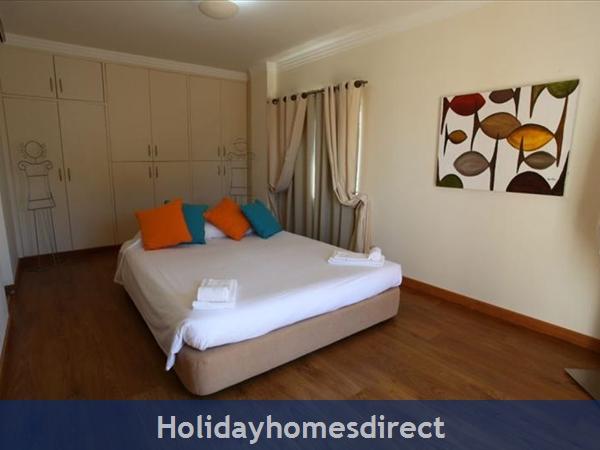 Villa Santa Eulalia – 6 Bedroom Holiday Villa In Albufeira Algarve: Image 19