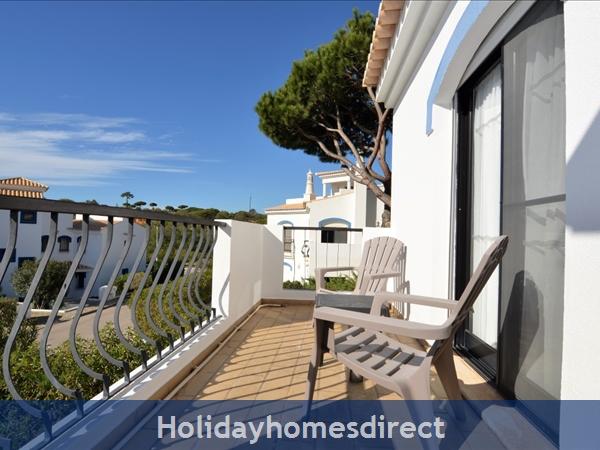 Villa Joy balcony with sun chairs in Portugal