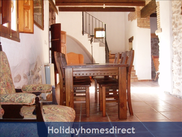 Caseta Del Dalt, Valencia. Sleeps 10. 5 Bedrooms. 4 Bathrooms. Private Parking. Private Pool. Free Wifi: Formal Dining Room and stairs
