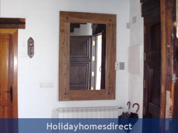 Caseta Del Dalt, Valencia. Sleeps 10. 5 Bedrooms. 4 Bathrooms. Private Parking. Private Pool. Free Wifi: Entrance Hall