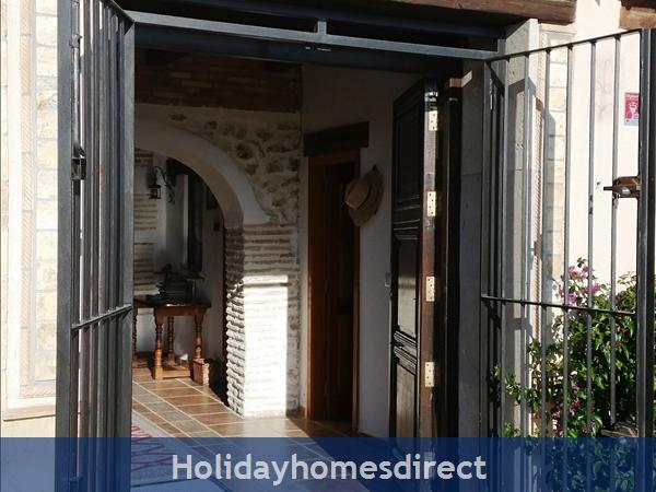 Caseta Del Dalt, Valencia. Sleeps 10. 5 Bedrooms. 4 Bathrooms. Private Parking. Private Pool. Free Wifi: Entering the front door