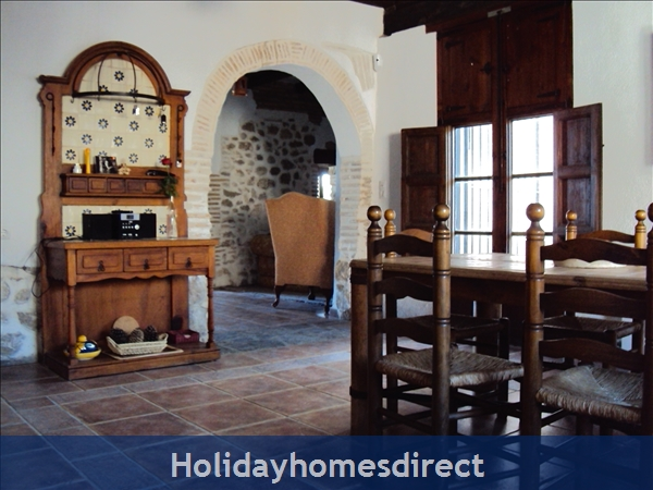 Caseta Del Dalt, Valencia. Sleeps 10. 5 Bedrooms. 4 Bathrooms. Private Parking. Private Pool. Free Wifi: All reception rooms are spacious and comfy