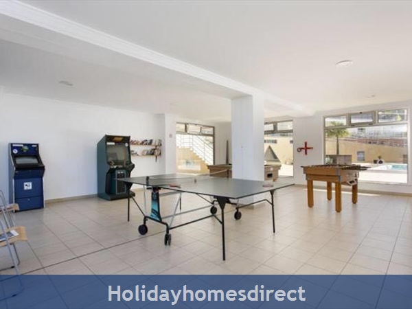 Solario De Sao Jose,3 Lovely Apartments From 450 Euros A/w, Games Room,free Squash Court,swing Park,bbq's On The Roof,sauna And A Free Gym.: Image 6