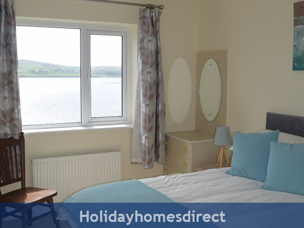 Beautiful Home Dingle,  Overlooking Dingle Bay: Image 8